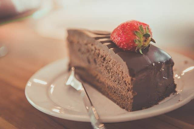 Don't Think of Chocolate Cake - How to avoid this common weight loss mistake - Mark Darlington